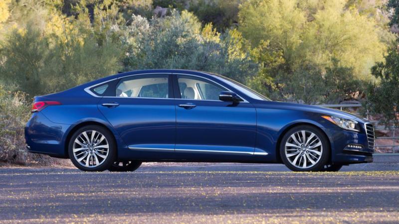Hyundai Genesis вид сбоку