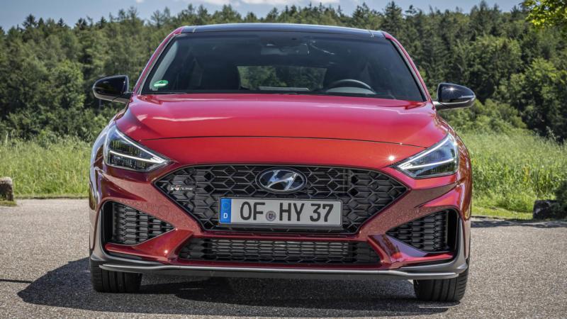Hyundai i30 вид спереди