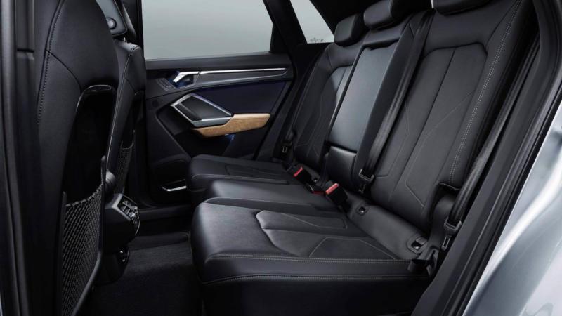 Задний ряд Audi Q3