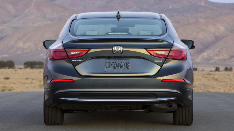 Honda Insight вид сзади