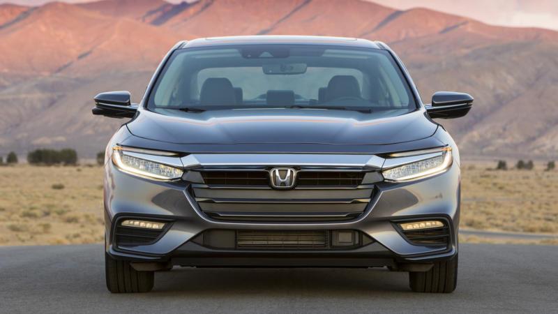 Honda Insight вид спереди