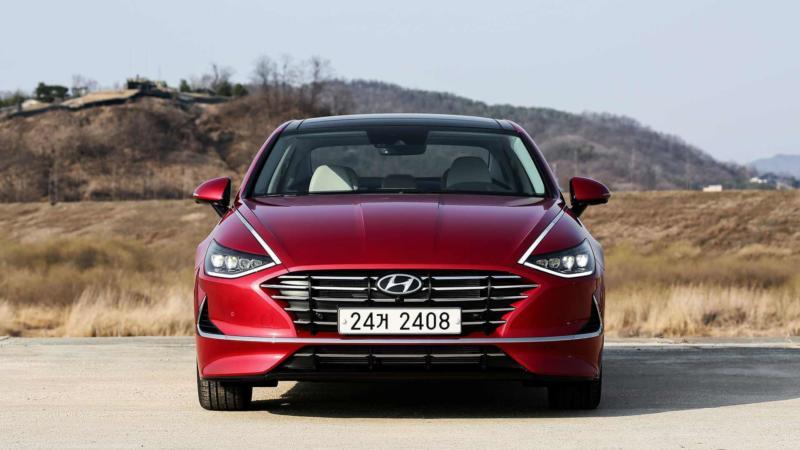 Hyundai Sonata вид спереди