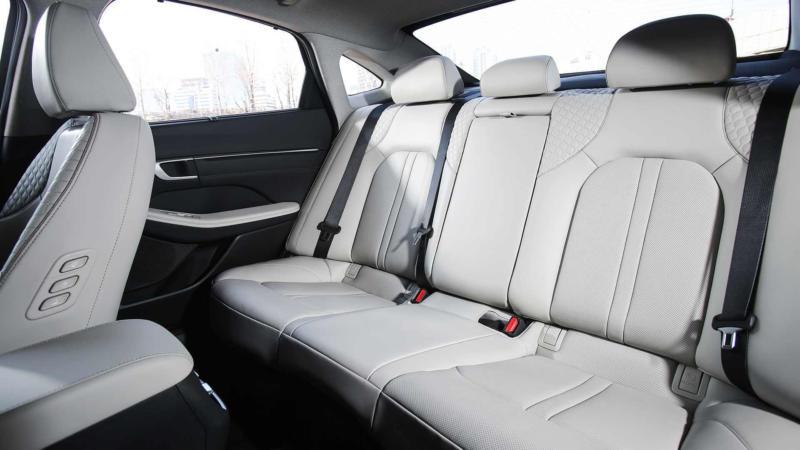 Задний ряд Hyundai Sonata