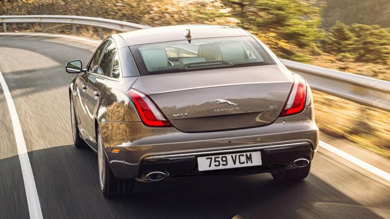 Jaguar XJ вид сзади
