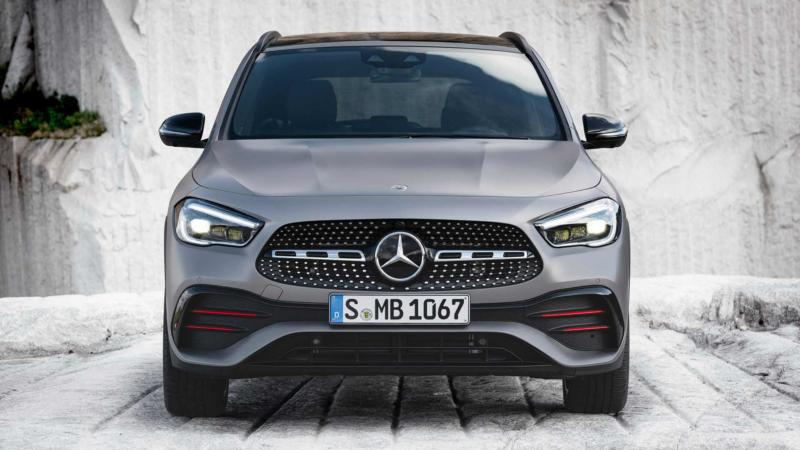 Mercedes-Benz GLA вид спереди