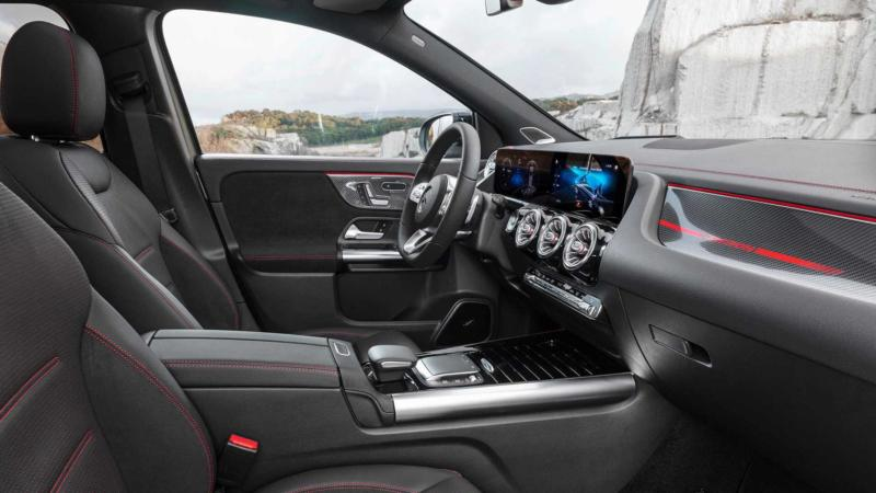 Салон Mercedes-Benz GLA