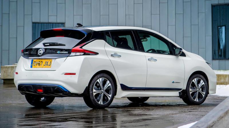 Nissan Leaf вид сзади
