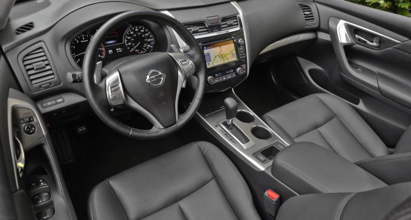 Интерьер Nissan Teana