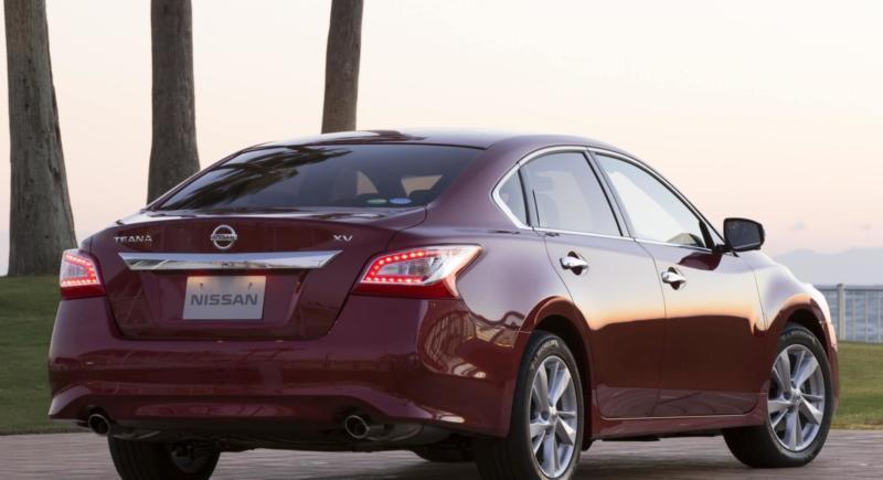 Nissan Teana вид сзади