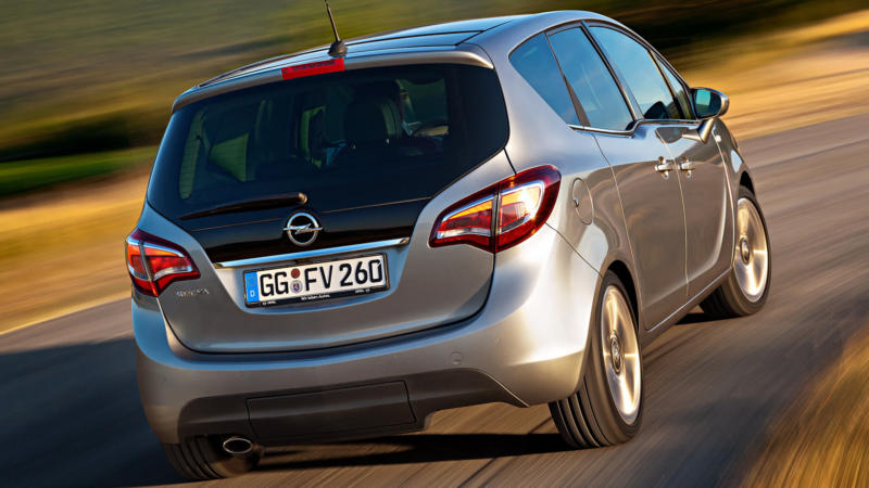 Opel Meriva вид сзади