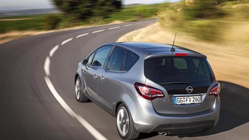 Вид сзади Opel Meriva