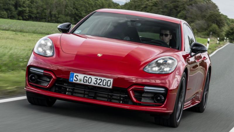 Porsche Panamera вид спереди