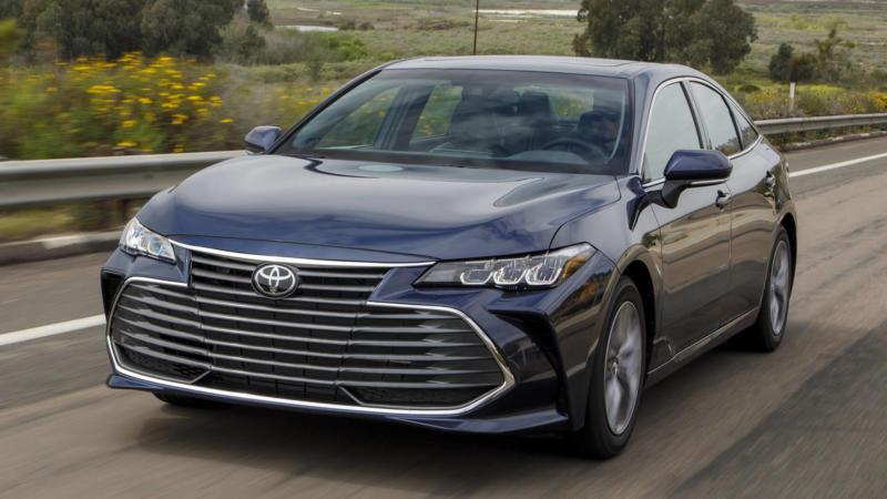Toyota Avalon вид спереди