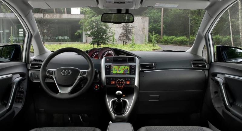 Интерьер Toyota Verso