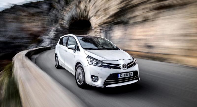 Автомобиль Toyota Verso