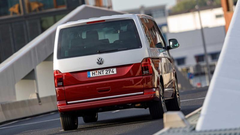 Вид сзади Volkswagen Multivan