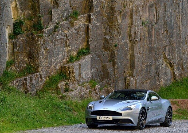 Aston Martin Vanquish автомобиль
