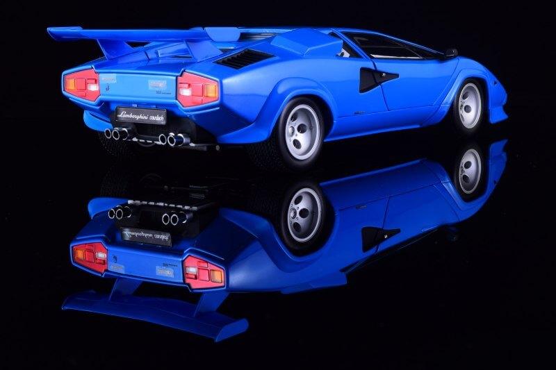 Вид сзади Lamborghini Countach LP5000