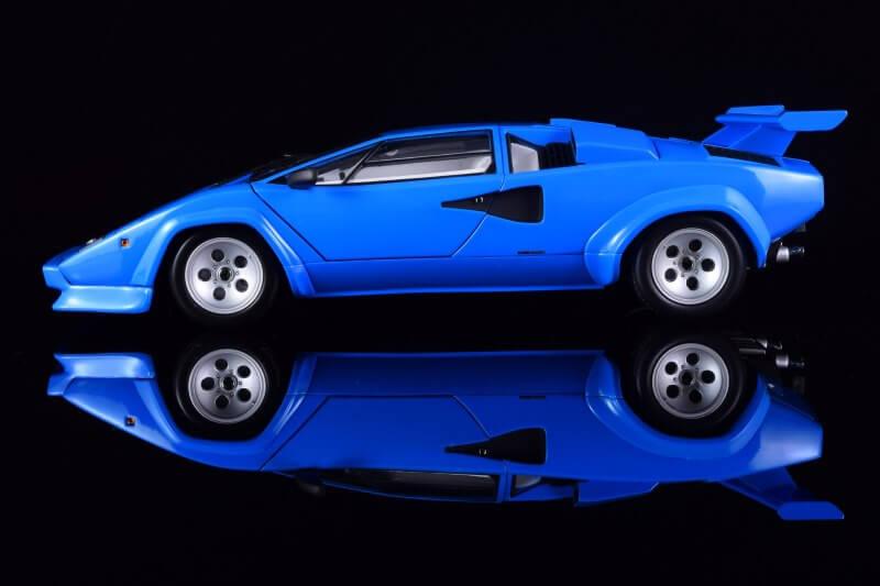 Вид сбоку Lamborghini Countach LP5000