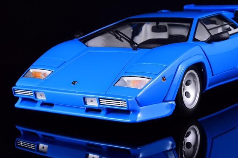 Вид спереди Lamborghini Countach LP5000
