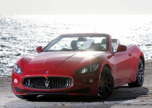 Maserati GranCabrio вид спереди