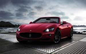 Maserati GranCabrio красный