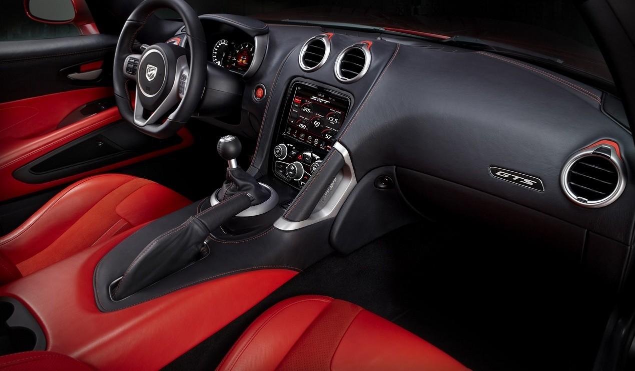 Dodge Viper GTS-R салон