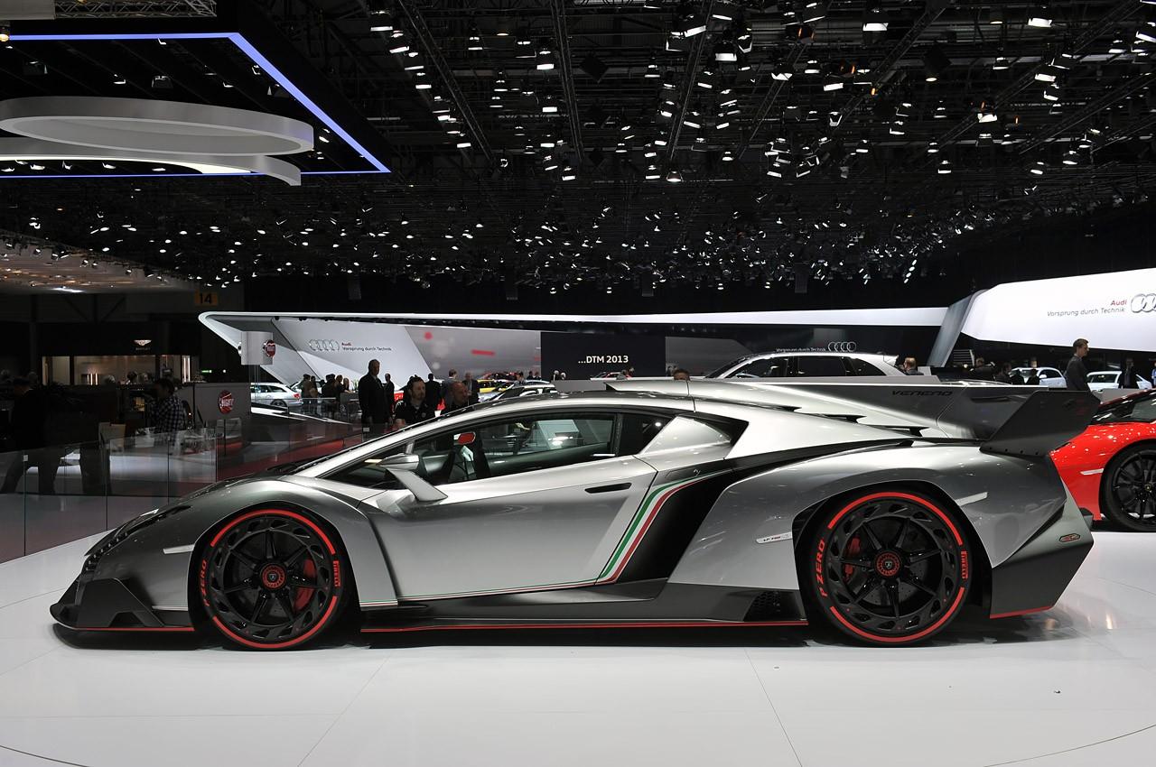 Lamborghini Veneno вид сбоку