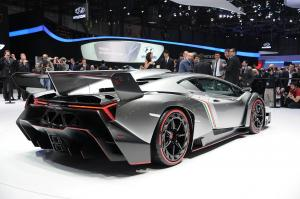 Lamborghini Veneno вид сзади