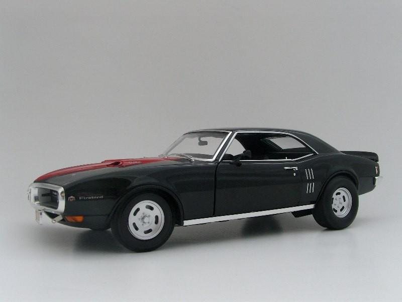 Вид сбоку Pontiac Firebird