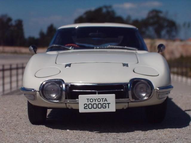 Вид спереди Toyota 2000 GT