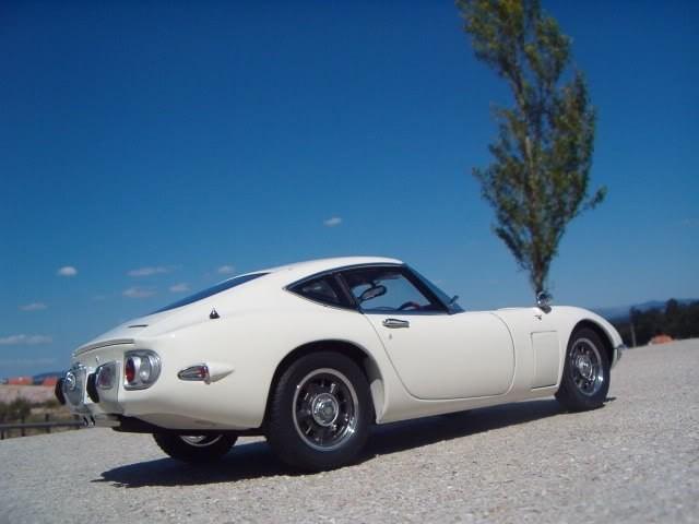 Белый Toyota 2000 GT