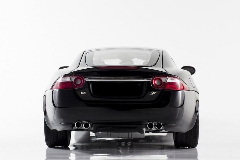 Вид сзади Jaguar XKR Coupe