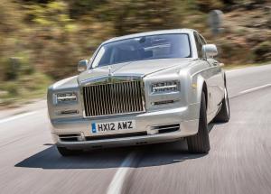 Rolls-Royce Phantom вид спереди