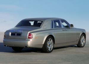 Rolls-Royce Phantom вид сзади