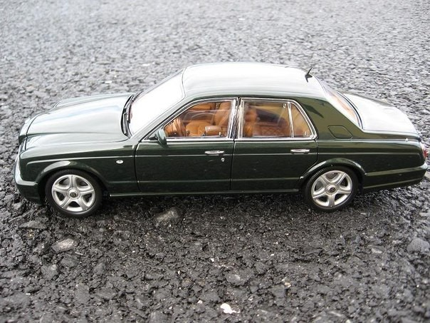 Вид сбоку Bentley Arnage T
