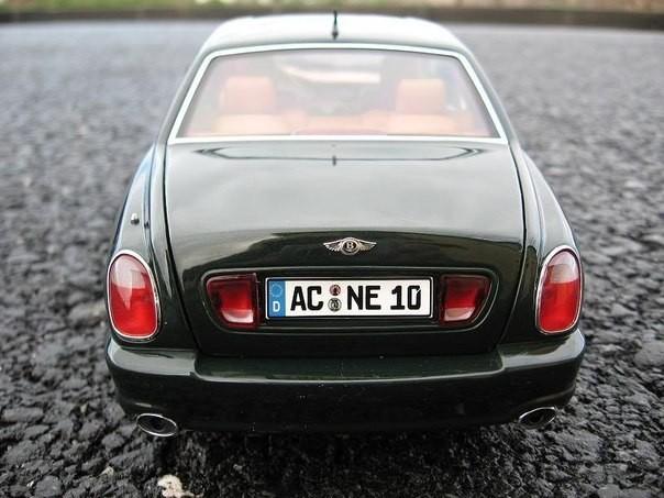 Вид сзади Bentley Arnage T