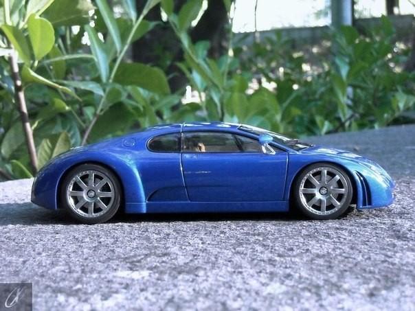 Вид сбоку Bugatti Chiron