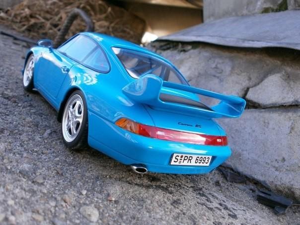 Вид сзади Porsche 911( 993) RS Club Sport
