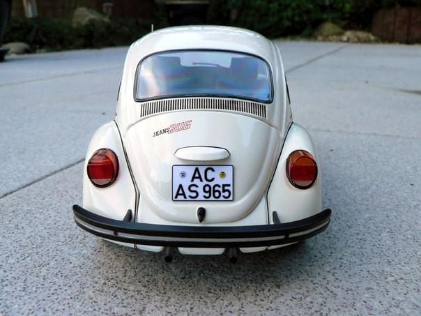 Вид сзади Volkswagen Jeans Bug