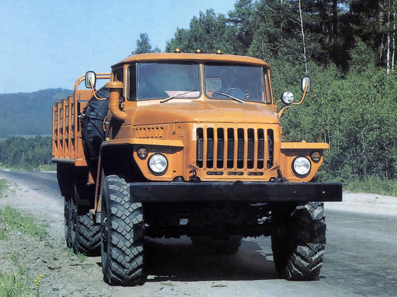 Урал-4320 вид спереди
