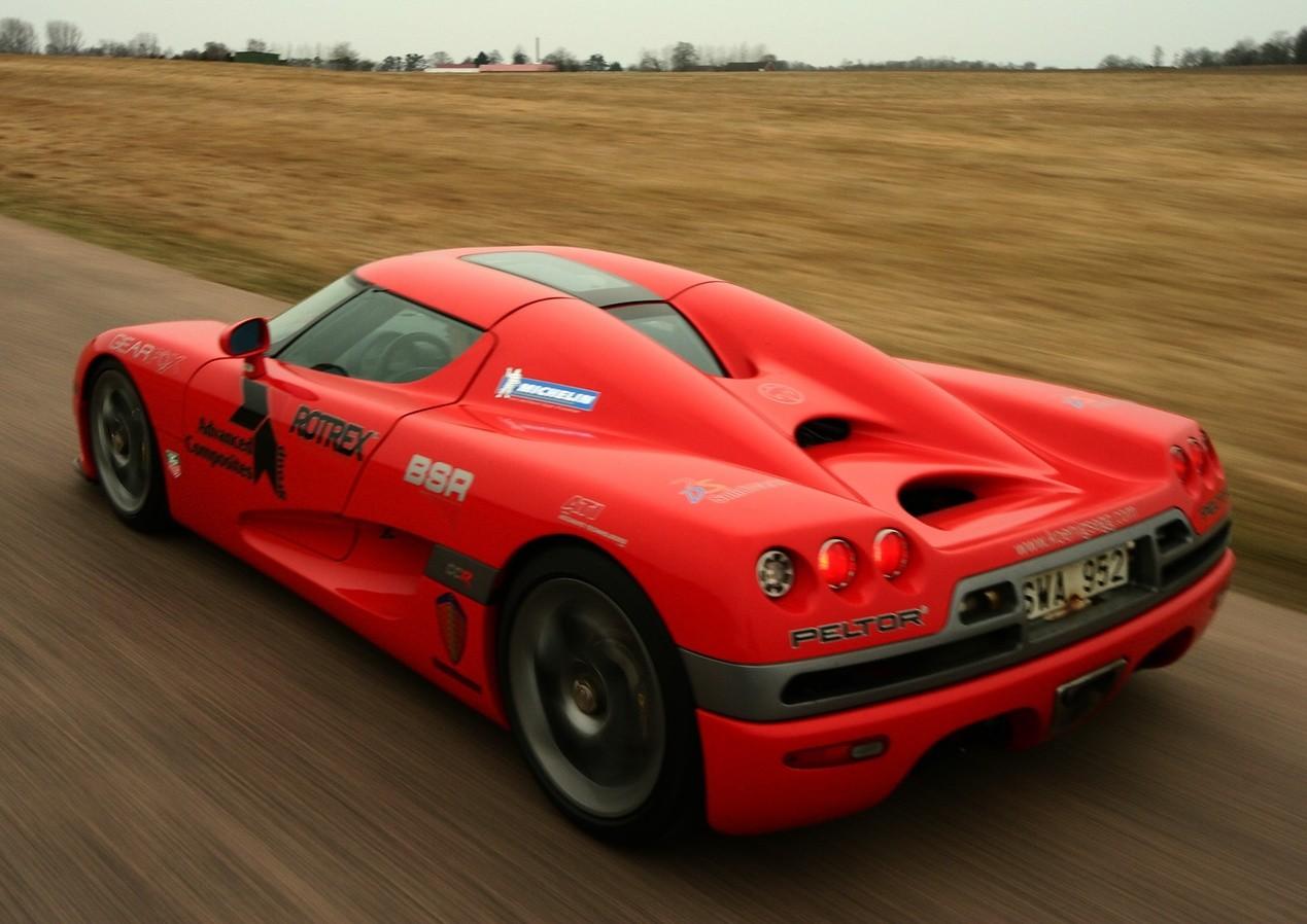 Красный Koenigsegg CCX