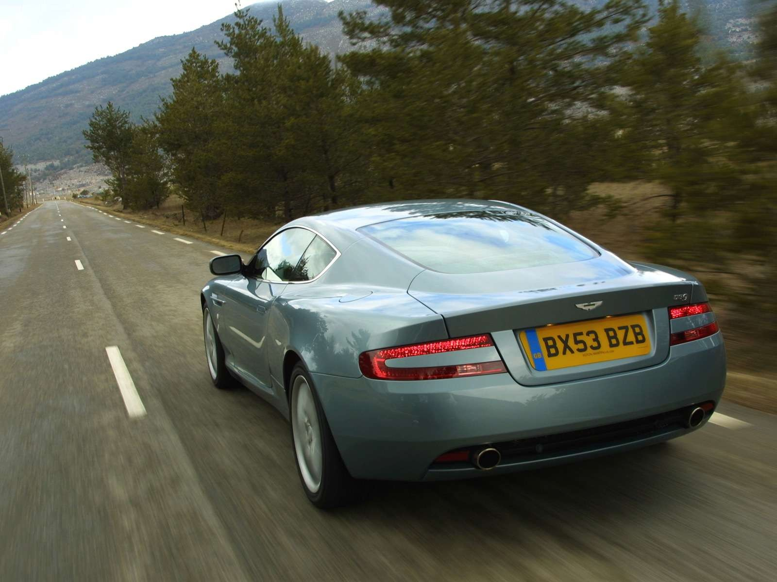Aston Martin DB9 фото
