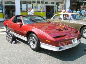 Pontiac Firebird автомобиль