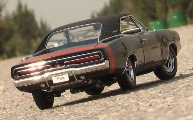 Вид сзади Dodge Charger RT