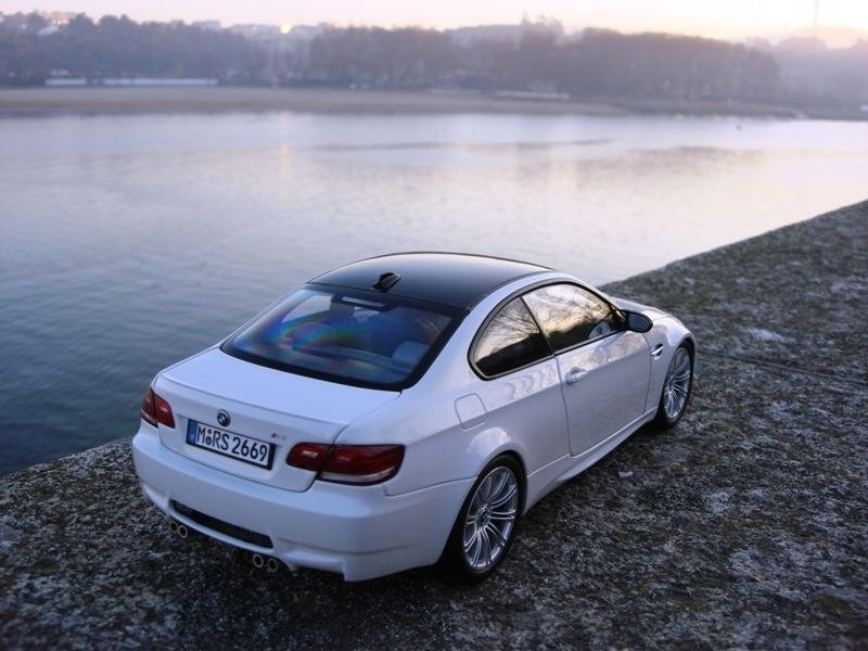 BMW M3 E92 вид сзади