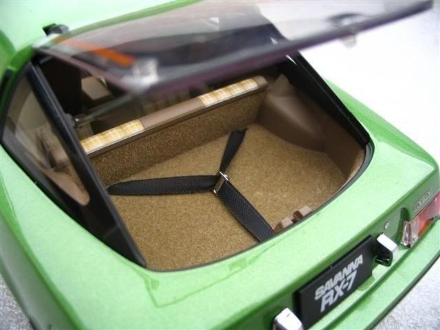 Mazda RX 7 Savanna багажник