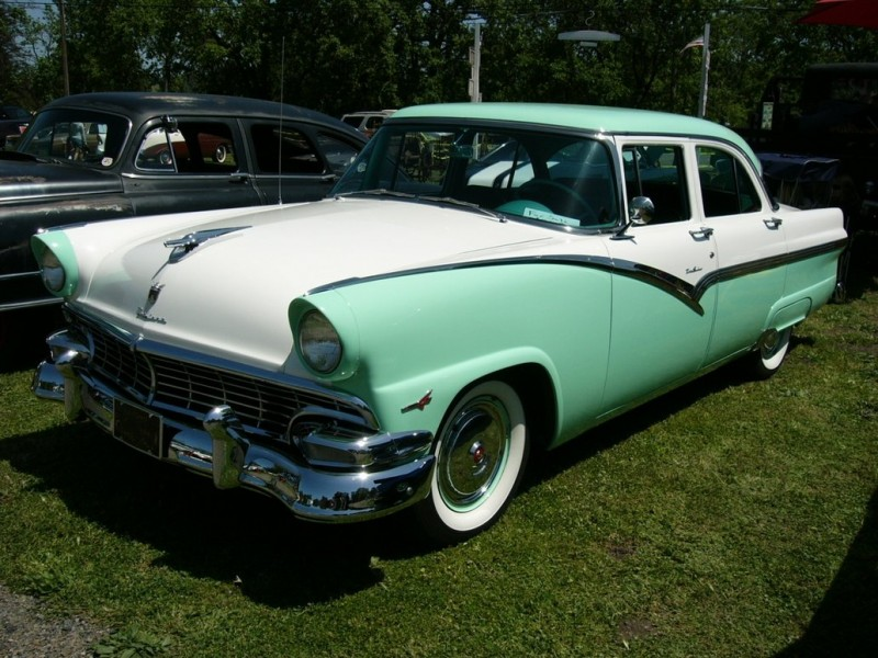 Ford Fairlane Crown Victoria