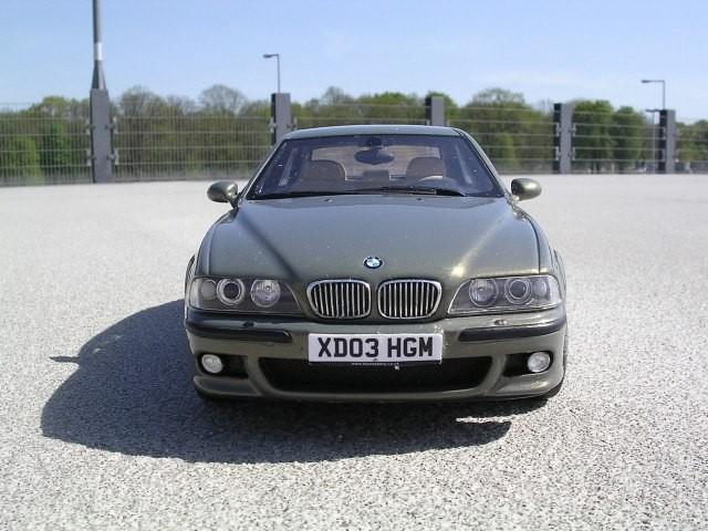 Вид спереди BMW M5 E39