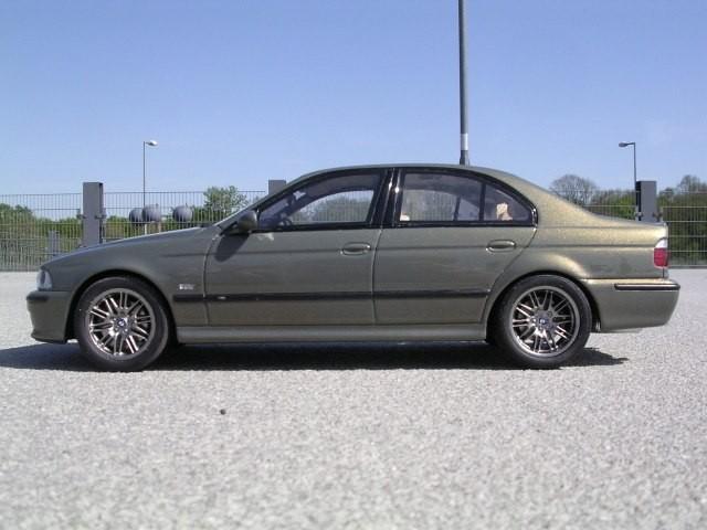 Вид сбоку BMW M5 E39